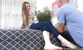 Samantha Begs for a Huge Load On Her Feet