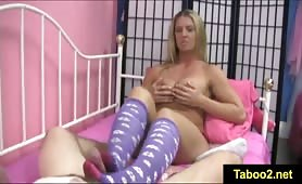 FetishNetwork Jenny loves giving footjob